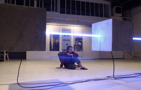 Matrice - Cubes de béton - système sonore inclus - tubes lumineux - 5m - 1000kg - Galerie Nikki Diana Marquardt - 2003 - François Ronsiaux
